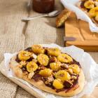 Süße Flammkuchen mit Schokolade und Bananen