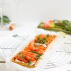 Lachs Tarte mit Frischkäse Meerrettich Belag