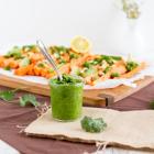 Koriander Pesto mit Sesam Karotten und Avocado
