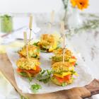 Mini Rösti-Burger mit Lachs, Mango & Meerrettich-Guacamole
