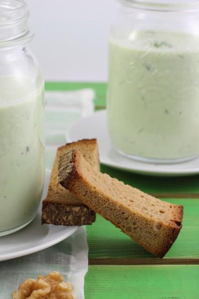 haseimglueck.de Rezept, Kalte Gurken Joghurt Suppe mit Walnüssen und Lachs 3