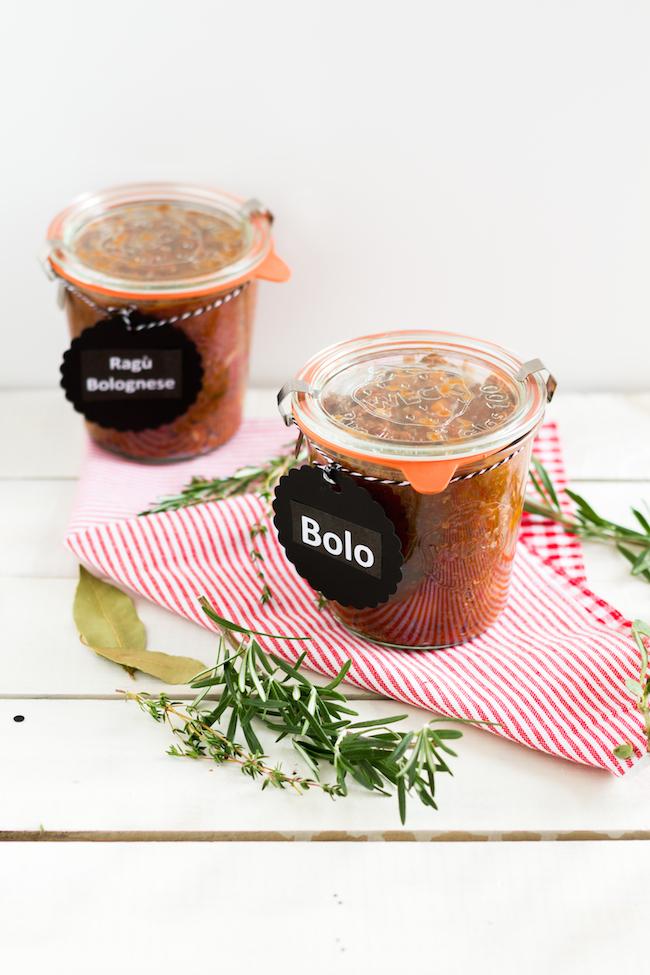 bolognese sauce mit kr utern hase im gl ck. Black Bedroom Furniture Sets. Home Design Ideas