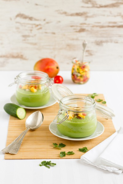 kalte gurken avocado suppe mit mango salsa hase im gl ck. Black Bedroom Furniture Sets. Home Design Ideas