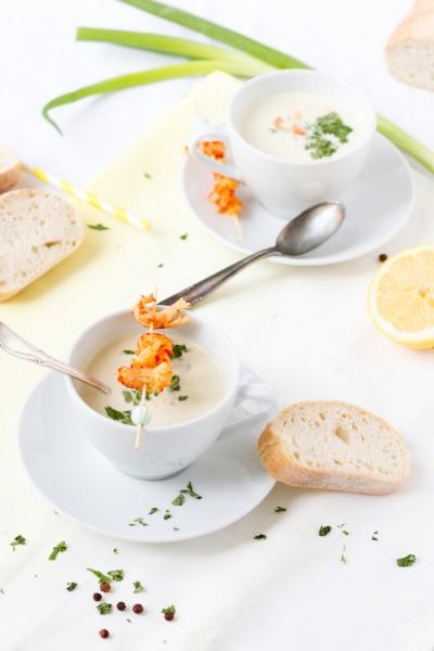 haseimglueck.de Rezept, Kalte Frühlingszwiebel Joghurt Suppe mit Zitrone und Flußkrebsen 4
