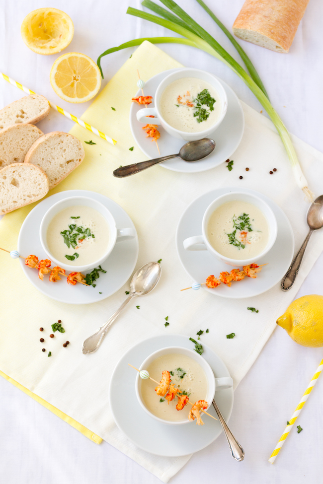 haseimglueck.de Rezept, Kalte Frühlingszwiebel Joghurt Suppe mit Zitrone und Flußkrebsen 1