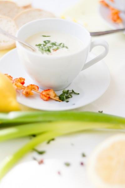 haseimglueck.de Rezept, Kalte Frühlingszwiebel Joghurt Suppe mit Zitrone und Flußkrebsen 5