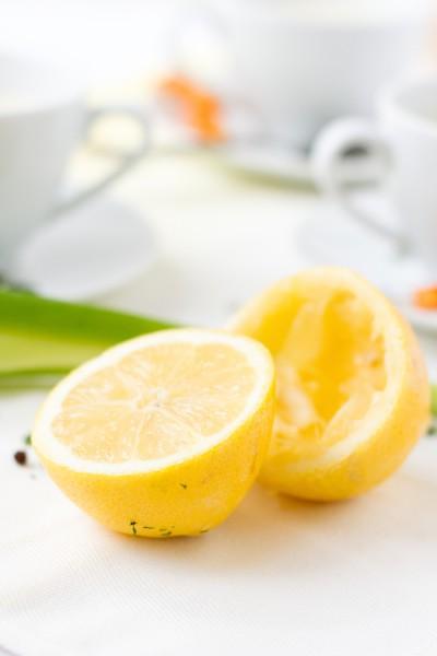 haseimglueck.de Rezept, Kalte Frühlingszwiebel Joghurt Suppe mit Zitrone und Flußkrebsen 8