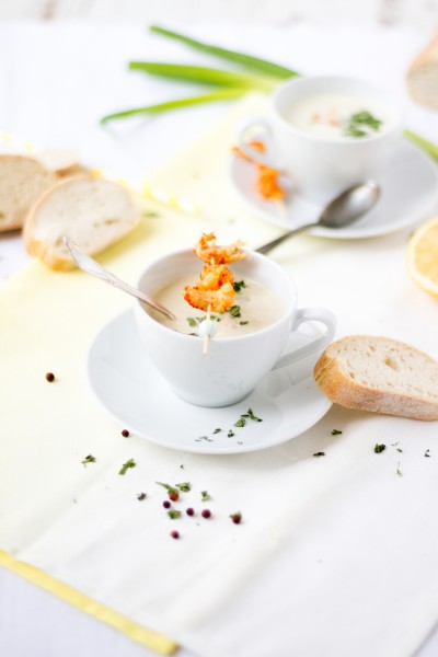 haseimglueck.de Rezept, Kalte Frühlingszwiebel Joghurt Suppe mit Zitrone und Flußkrebsen 9