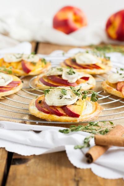 haseimglueck.de Rezept, Blätterteig Tartelettes mit Nektarine Ziegenkäse 3