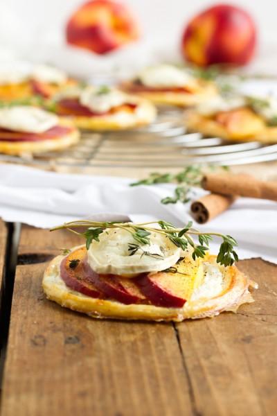 haseimglueck.de Rezept, Blätterteig Tartelettes mit Nektarine Ziegenkäse 4