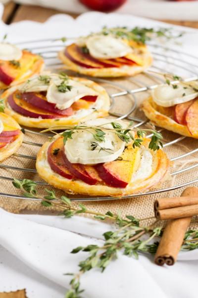 haseimglueck.de Rezept, Blätterteig Tartelettes mit Nektarine Ziegenkäse 7
