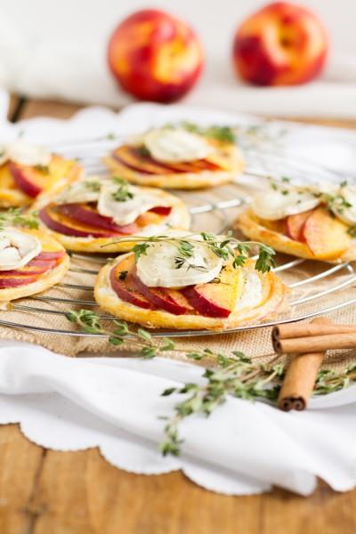 haseimglueck.de Rezept, Blätterteig Tartelettes mit Nektarine Ziegenkäse 8