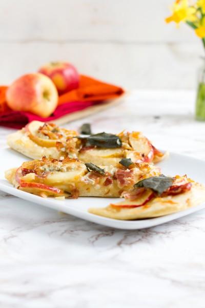 Pizza mit Apfel, Käse Parmaschinken I Pizza with Apple, Cheese & Parma Ham I haseimglueck.de