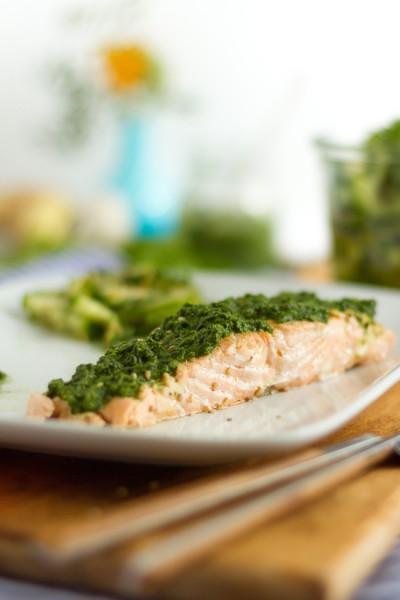 Lachs mit Grüner Tahini Sauce & Gurkensalat I Salmon with Green Tahini Sauce & Cucumber Salad I haseimglueck.de