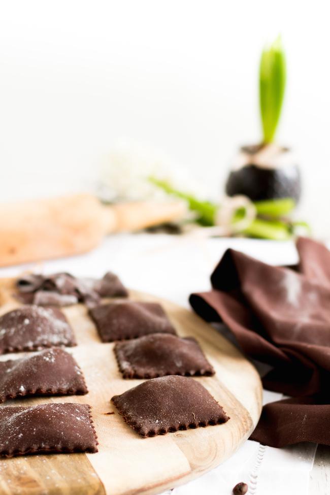 schokoladen ravioli mit mascarpone f llung karamell mocca sauce hase im gl ck. Black Bedroom Furniture Sets. Home Design Ideas