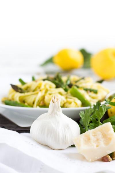 Tagliatelle mit Avocado Zitronen Sauce & Grünem Spargel I Pasta with Avocado Lemon Sauce & Green Asparagus I haseimglueck.de