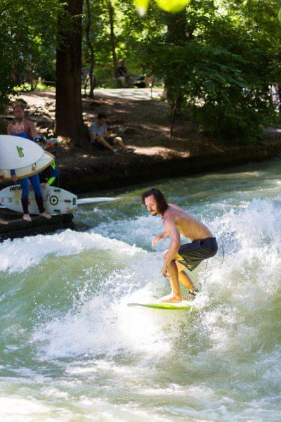 München Englischer Garten Eisbach Surfer I Munich English Garden Eisbach Surfer