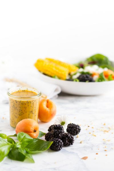 Sommer Salat mit Brombeeren, Aprikosen, Mais & Feta I Summer Salad with Blackberries, Apricots, Corn & Feta Cheese I haseimglueck.de