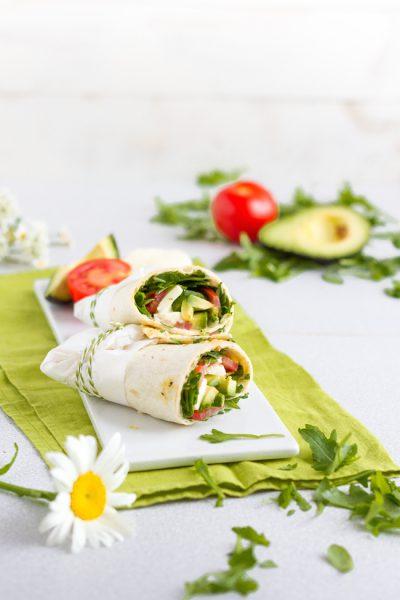 Vegetarische Wraps mit Ruccola, Tomaten, Mozzarella & Hummus I Vegetarian Wraps with Rocket, Tomatoes, Mozzarella & Hummus I haseimglueck.de