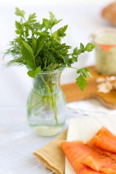 Ciabatta Sandwich mit Lachs und einer Joghurt-Kräuter-Ei-Sauce I Sandwich with Salmon & Yoghurt-Herbs-Egg-Sauce
