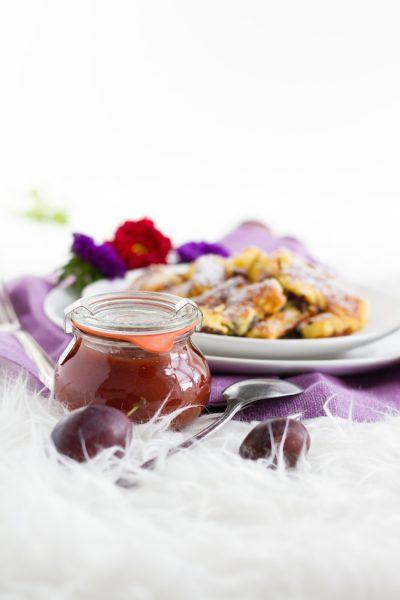 Kaiserschmarrn mit Zwetschgenröster I Cut-Up & Sugared Pancake with Raisins & Plum Butter