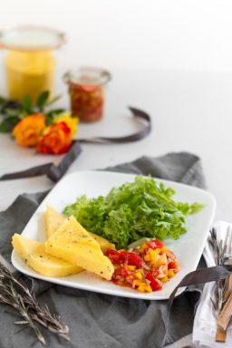 Rosmarin Polenta Schnitten mit Tomaten Anchovi Sugo I Rosemary Polenta Slices with Tomato Anchovy Sauce